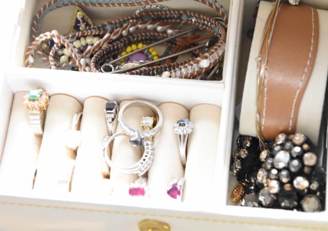兵庫で宝石買取をお考えなら、ダイヤ、エメラルド、ルビー、サファイアといった宝石を高価買取する「ノースプラザ」